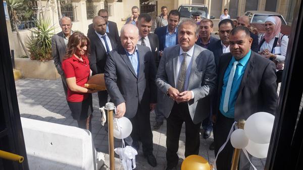 الصعوب يدشن مشروعي حافلات الزرقاء - الجامعة الاردنية ودعم اجور طلبة الجامعات